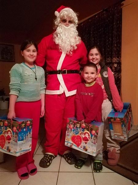 Božić Bata podelio paketiće deci u Kisiljevu !!!