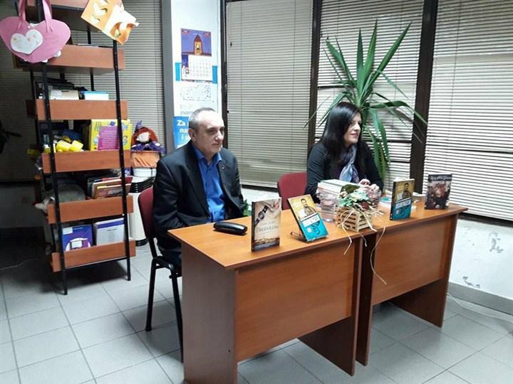 Izložbu Laguninih izdanja u Lapovu zatvorio Vlada Arsić promocijom knjige!!!