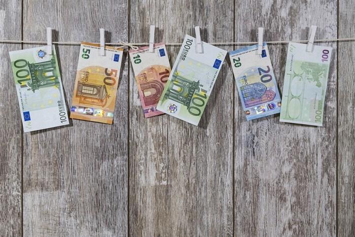 Neuobičejeno za kraj godine, ovaj put, evro nije rastao na domaćim kursnim listama!!!