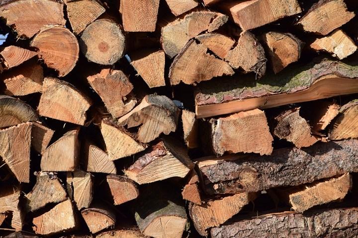 Neuobičajeno blaga zima nikako ne ide naruku uličnim prodavcima drveta!!!