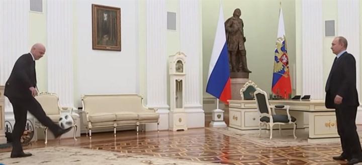 Predsednik Rusije Vladimir Putin i predsednik FIFA Đani Infantino igrali su fudbal u Kremlju!!!