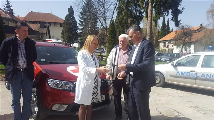 Opština Čajetina donirala terensko vozilo Domu zdravlja!!!