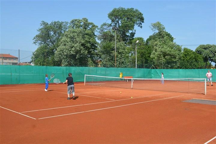 Opština Svilajnac svim VLASNICIMA SVILAJNAČKE KARTICE omogućila POPUST OD 50% na cenu zakupa teniskih terena!!!