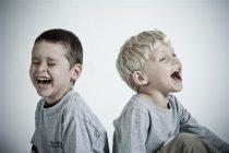 SVAKO DRUGO dete u Srbiji ima manji ili veći deformitet kičme !!!