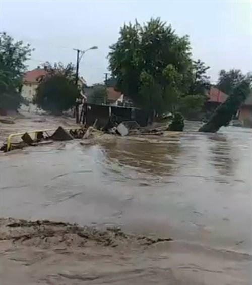 Reka Tisnica poplavila ŽAGUBICU