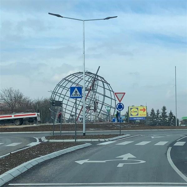 Na izlazu iz Jagodine ka Ćupriji počelo je postavljanje simbola grada - Jovanče Micića !!!