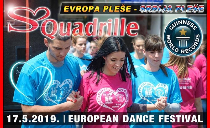 Maturanti svih srednjih škola u Ćupriji plešu Maturantski ples na gradskom trgu !!!