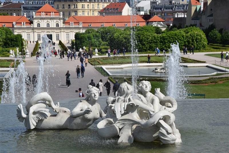 Srednjoškolci iz svilajnačkih škola obišli u okviru nagradnog putovanja destinacije Prag, Beč i Budimpeštu!!!