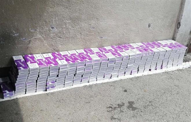 "Prilikom kontrole putničkog vozila ""mercedes"" raščanske registracije zaplenjeno 2.320 paklica cigareta marke ""kosmopolitan"" !!!"