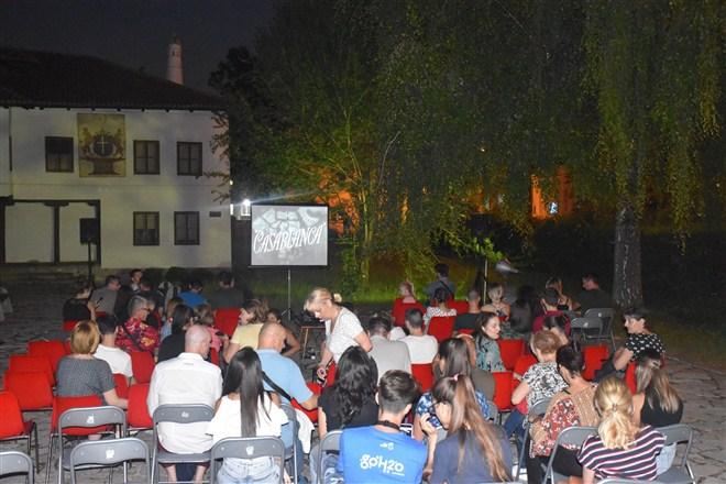 """U dvorištu čačanskog Narodnog muzeja veče """"Bioskopa na otvorenom"""" !!!"""