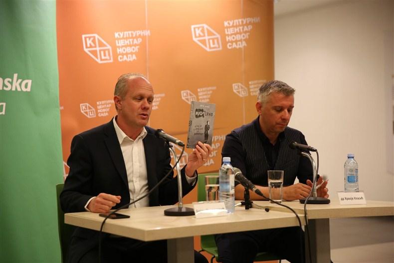 """Veliko interesovanje za promociju knjige Hrvoja Klasića """"Bijelo na crno: lekcije iz prošlosti za budućnost"""" u KCNS!!!"""