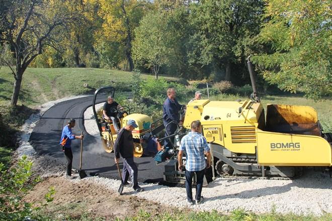 Asfaltirana tri putna pravca u selu Jablanica kod Gornjeg Milanovca !!!