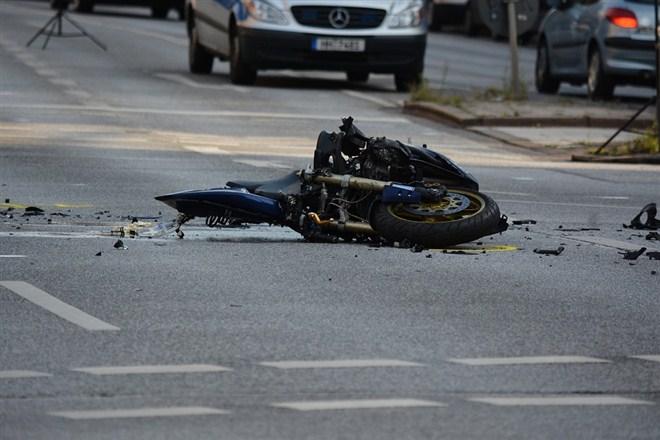Muškarac iz Požarevca motorom udario policajca na motorciklu koji ga je zaustavljao !!!