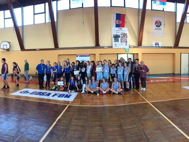 """U Smederevskoj Palanci na međuokružnom takmičenju u košarci učenice OŠ """"13. oktobar"""" iz Ćuprije OSVOJILE MEDALJU!!!"""