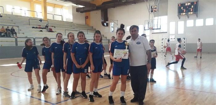 """Učenice OŠ """"13. oktobar"""" najbolje na okružnom takmičenju u košarci !!!"""
