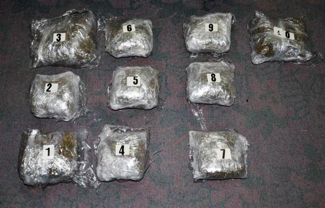 U Raški zaplenjeno više od pet kilograma marihuane i uhapšeni M. J. (1986) i Đ. B. (1993) iz Beograda i S. K. (1991) iz Kragujevca !!!