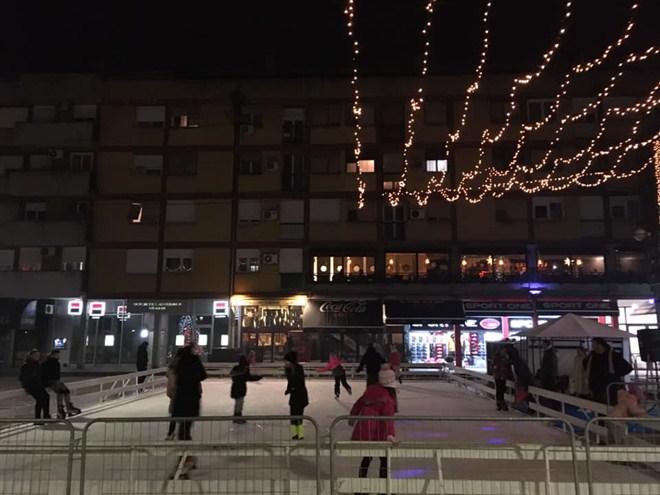 Počelo sa radom klizalište na gradskom trgu u Ćupriji !!!