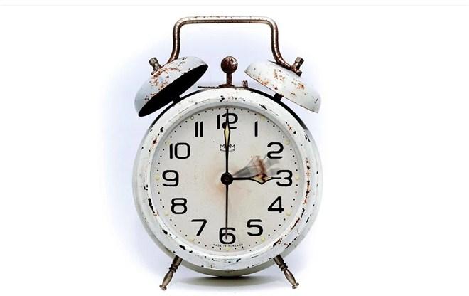 Letnje računanje vremena počinje noćas pomeranjem časovnika jedan sat unapred !!!