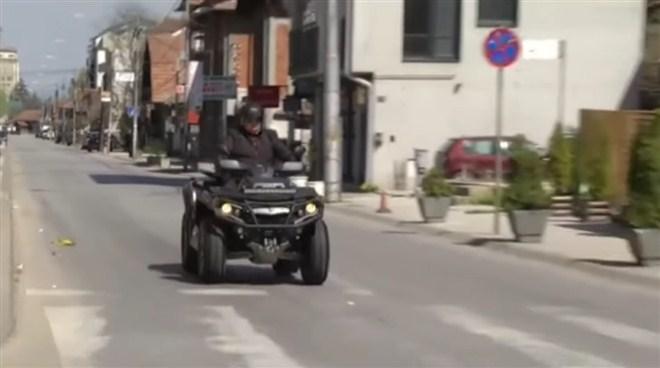 Dragan Marković Palma, predsednik Skupštine grada Jagodina je danas u nedelju, motorom obilazio grad, građane koji i danas moraju da rade i volontere koji rade non stop, svakog dana, od prvog dana od kako je uvedeno vanredno stanje.