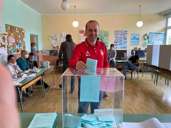Predsednik skupstine i narodni poslanik Dragan Jovanović glasao je u Blaznavi