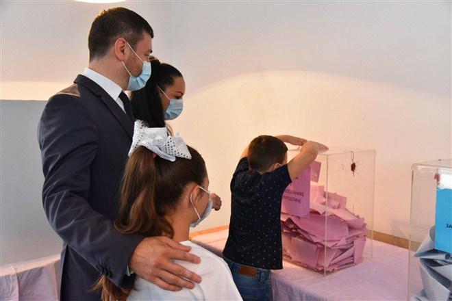 U društvu supruge i dece glasao predsednik opstine Ćuprija Ninoslav Erić