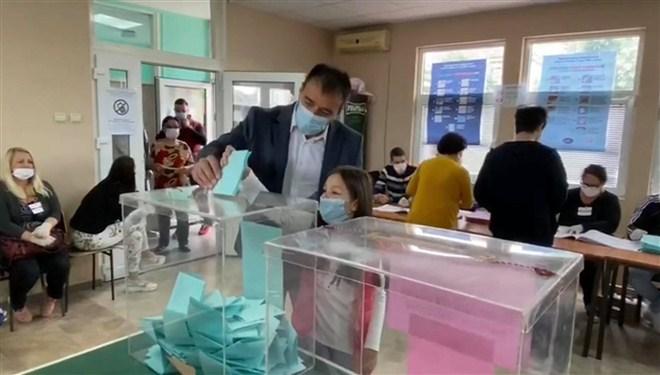 U Paraćinu, na glasačkom mestu Vrapačane 1, glasao Saša Paunović