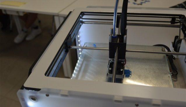 Za đake srednje škole iz Svilajnca koji se školuju u oblasti progamiranja organizovana radionica na temu 3D štampe i 3D modelovanja !!!