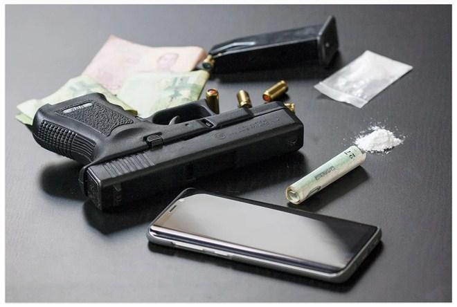 Uhapšena M.D. iz Jagodine zbog posedovanja oružja i narkotika !!!