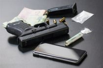 Tridesetčetvorogodišnji muškarac iz okoline Žabara uhapšen zbog posedovanja narkotika i oružja !!!