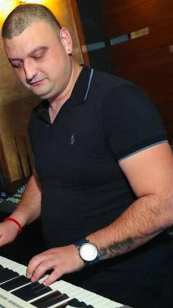 Klavijaturista iz okoline Niša traži ozbiljnog pevača za zajedničke nastupe !!!