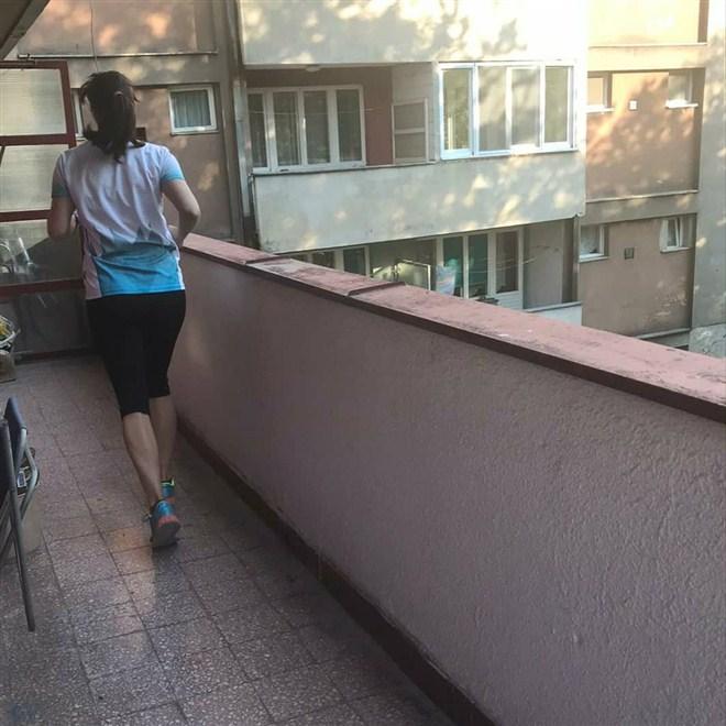 ŠAPČANKA istrčala polumaraton na terasi !!!